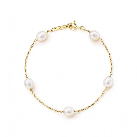 Elsa Peretti® Pearls by the Yard™ bracelet in 18k gold. | Tiffany & Co.