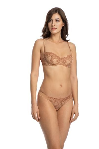 Colette Thong in Caramel
